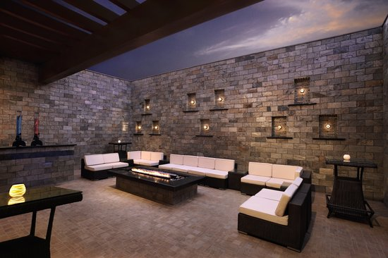 DoubleTree by Hilton Gurgaon-New Delhi NCR: Spritual Bar and Lounge outdoor
