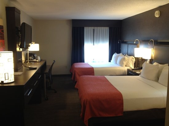 Holiday Inn Express & Suites Boston - Cambridge: Beautiful Renovated Room!