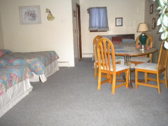 The Valhaus Motel: large room with 3 full beds