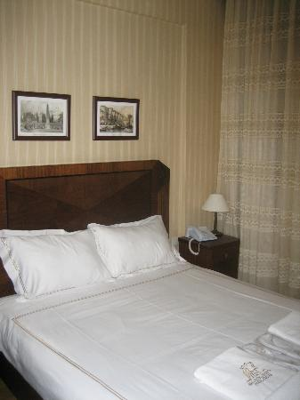 Bucoleon Palace Hotel: Small but nice bedroom