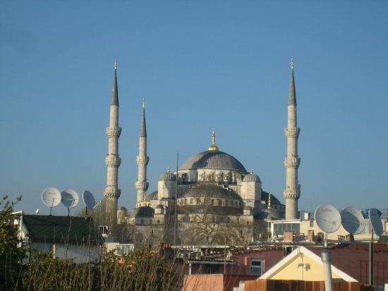 Bucoleon Palace Hotel: The view of the Blue Mosque from our room
