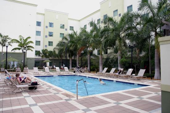 Homewood Suites Ft. Lauderdale Airport & Cruise Port: View of the pool area