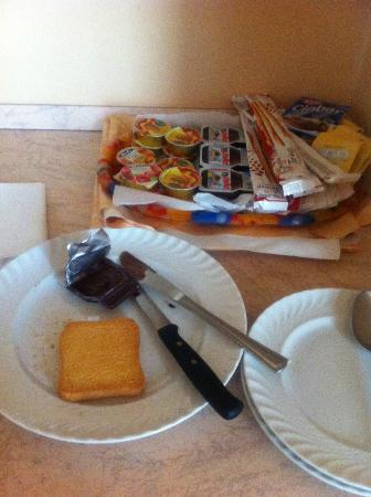 Ca' Querini San Marco B&B: Dried toast with Nutella very yummy