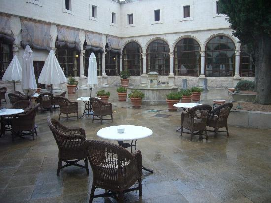 Parador de Cuenca: courtyard