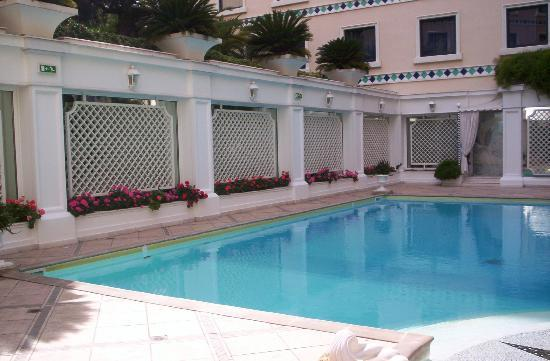 Royal Olympic Hotel: Pool area