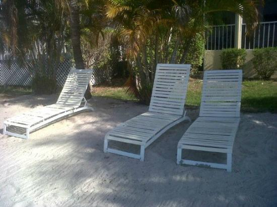 Marco Island Lakeside Inn: Relaxing Lake Side beach