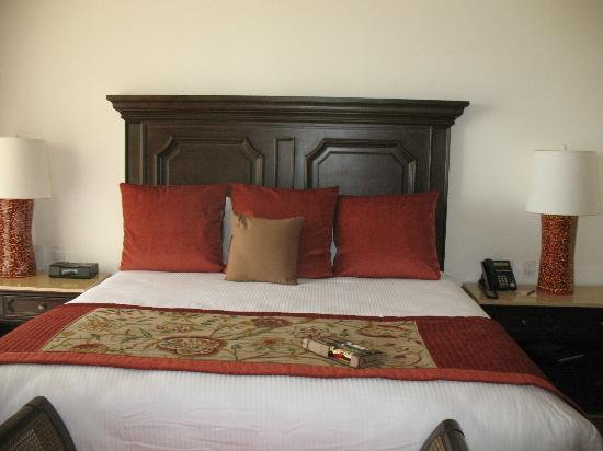 Grand Solmar Land's End Resort & Spa: The Bed