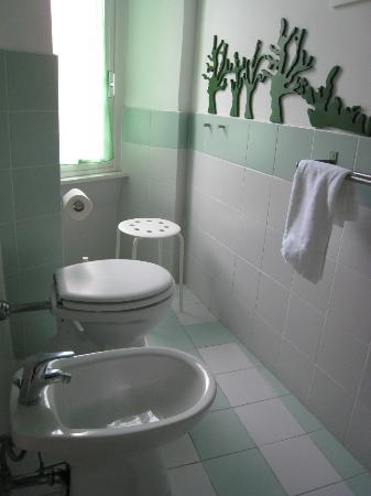 Labicana 42 B&B: Green room bathroom.