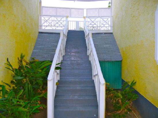 Merrils Beach Resort II: steps leading to rooms