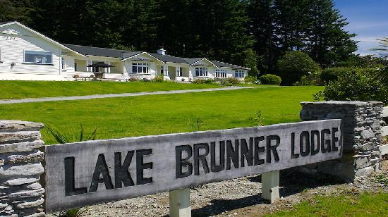 ‪Lake Brunner Lodge‬