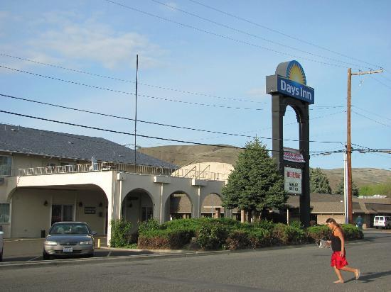 Days Inn Yakima: The South end of the building