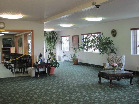 Days Inn Yakima: Check in area