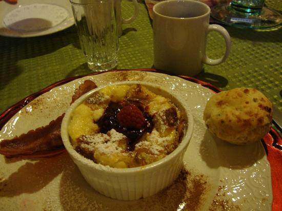 Hennessey House Bed and Breakfast: French Toast Souffle