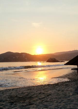 Villa Carolina Hotel: Sunset from Playa La Ropa