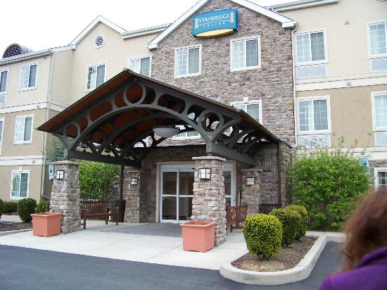 Staybridge Suites Allentown West: the entrance
