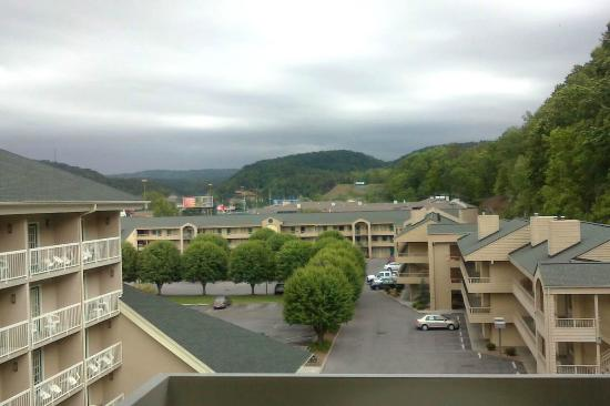 Comfort Inn & Suites at Dollywood Lane: View of the Great Smoky Mts. from our room