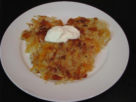 Auberge de Mon Petit Chum B&B: Potatoe Pancakes with sour cream