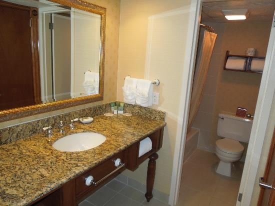 Tarrytown House Estate & Conference Center: clean, well kept bathrooms recently updated