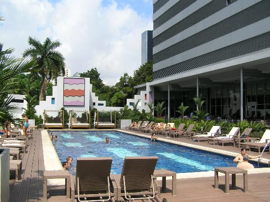 Hotel Riu Plaza Panama: Cool pool area
