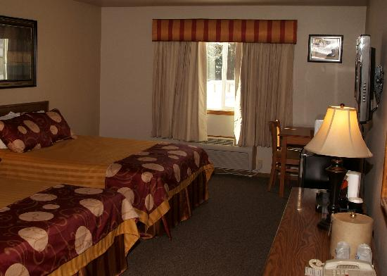 Seasons Motel: Room
