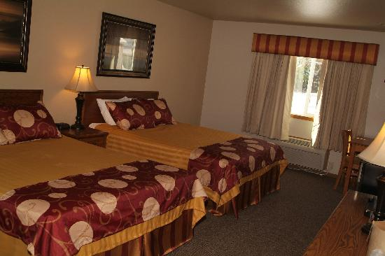 Seasons Motel: Room2