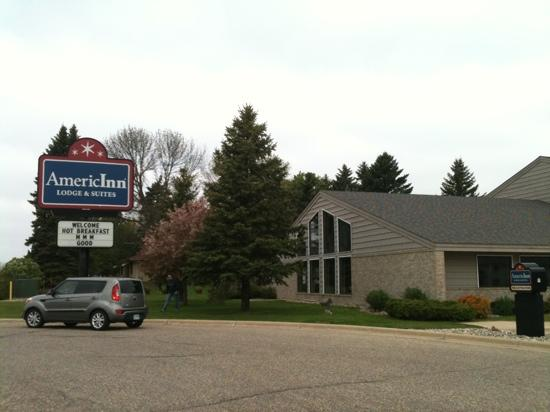 AmericInn Lodge &amp; Suites Hutchinson: Front entrance and indoor pool area.
