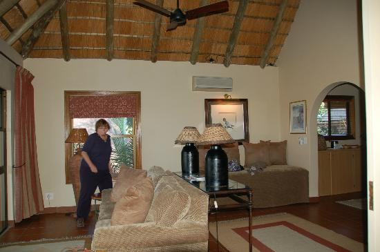 MalaMala Game Reserve: The Living room area