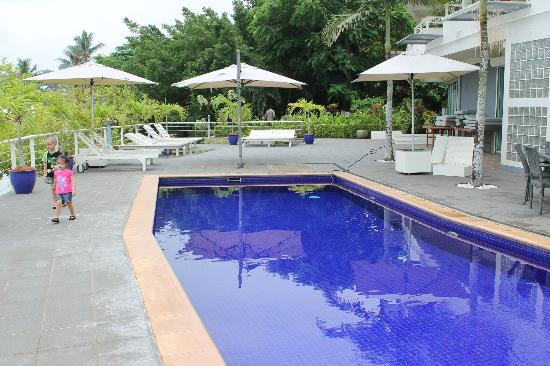 Chantilly's on the Bay: piscine magnifique