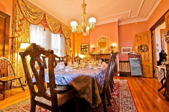Architects Inn - George Champlin Mason House: Dining Room for Tea and Breakfast Newport RI
