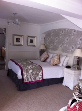 Alderley Edge Hotel: Very comfortable bed