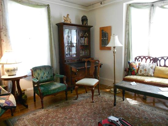 Hawthorne Inn: Sitting Room/Afternoon Repast/Commune with Other Guests if Desired--Our Second Favorite Room!