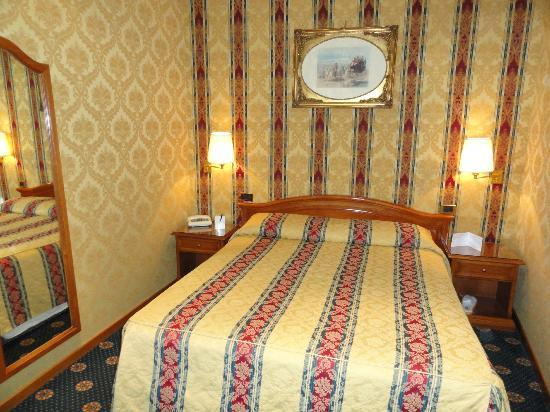 Raffaello Hotel: CHAMBRE PARENTALE