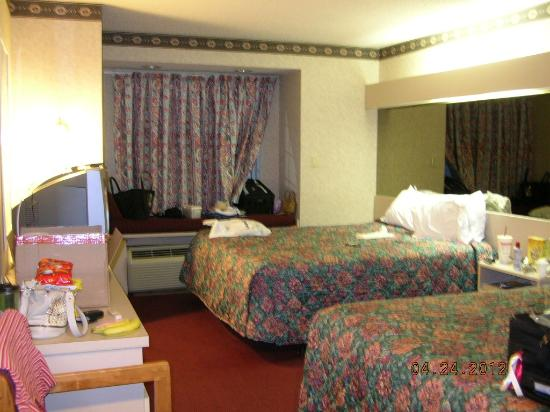 Microtel Inn by Wyndham Springfield : 2 queen size beds 