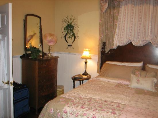 Sweet Gum Bottom Bed & Breakfast: Bethany Dawn Suite