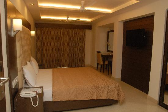 Metropolis Tourist Home: room  after renovation