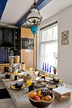 B&B Barangay: Cozy Breakfast Kitchen