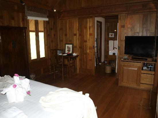 Thanyamundra Organic Resort: Section of bedroom