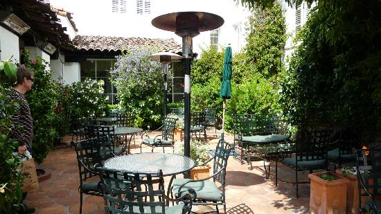 terrys lounge courtyard picture of cypress inn carmel. Black Bedroom Furniture Sets. Home Design Ideas