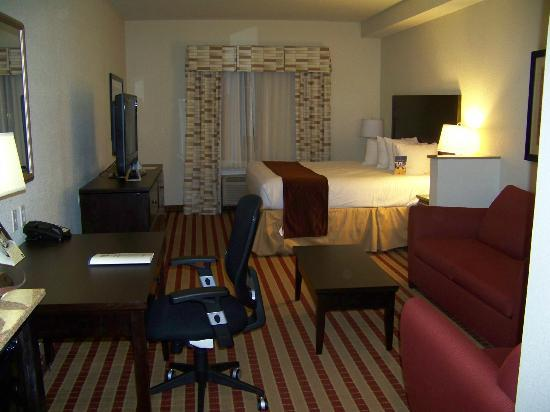 BEST WESTERN PLUS Olive Branch Hotel & Suites: View of room