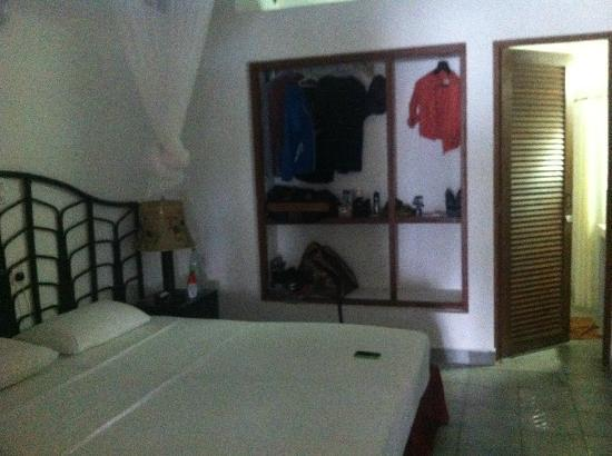 Embudu Village: room