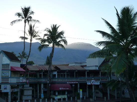 BEST WESTERN Pioneer Inn: Sunrise on Maui - view from our balcony.