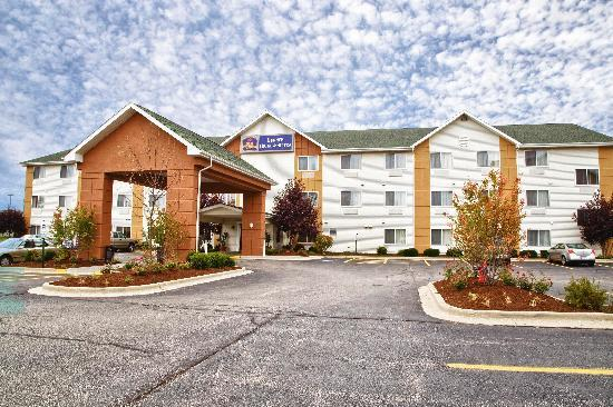 Photo of BEST WESTERN Gurnee Hotel & Suites