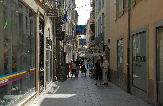 Hotel Balladins Perpignan Superior: Some of the pedestrian-only narrow streets