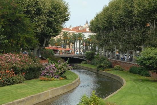 Hotel Balladins Perpignan Superior: La Basse river meanders through the city