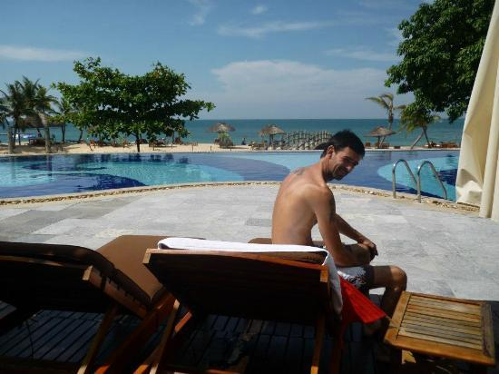 Long Beach Resort Phu Quoc: The pool - empty - bliss
