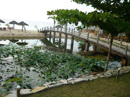 Long Beach Resort Phu Quoc: The bridge leading to the beach. This got decorated with flowers for a wedding
