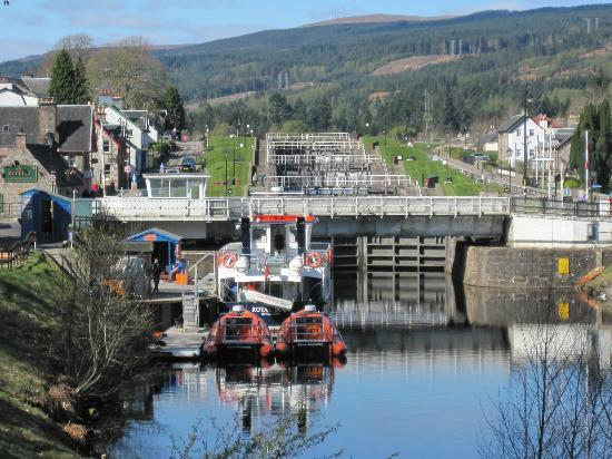 Aonach Mor at the Highland Club: The locks - 2 minutes walk from the hotel