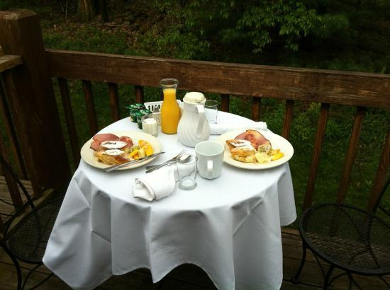 Carmel Cove Inn at Deep Creek Lake: Breakfast