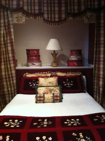 Bayberry Inn of Newport: Second Bedroom- Queen bed