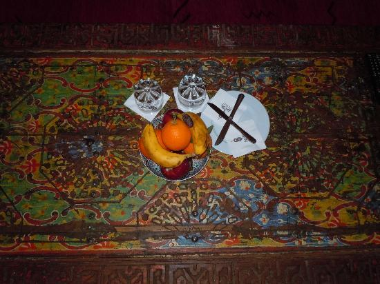 Riad Kniza: detail of table in our room